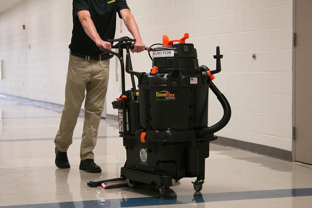 AutoVac Cleaning Floor